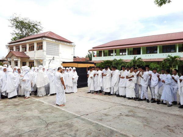 Praktik Manasik Haji Pada SMP Negeri 19 Percontohan Banda Aceh