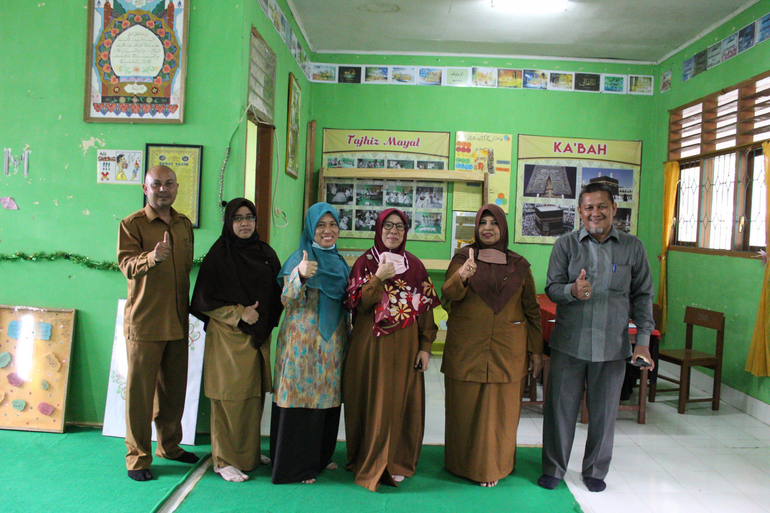 Kegiatan Monitoring dan Evaluasi Pengelolaan Pustaka dan Laboratorium PAI pada SMP Negeri 19 Percontohan Banda Aceh