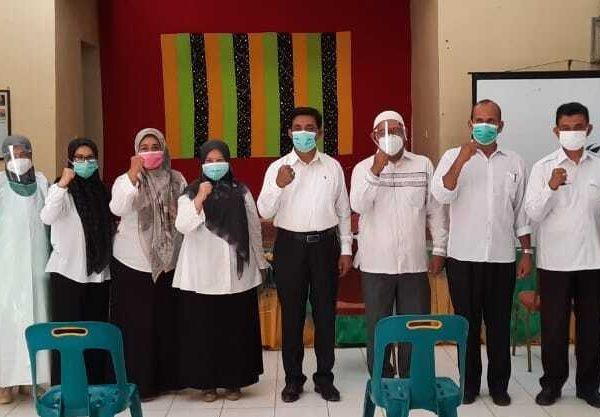 Seluruh Guru dan Tenaga Honorer SMP Negeri 19 Percontohan Banda Aceh Melakukan Rapid Test