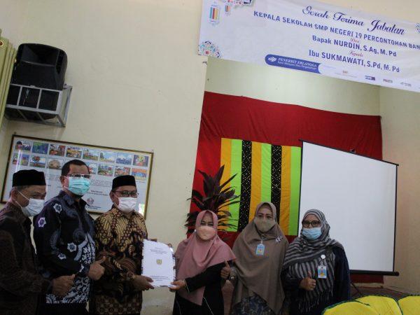 Serah Terima Jabatan Kepala Sekolah Baru SMP Negeri 19 Percontohan Banda Aceh Dari Bapak Nurdin, S.Ag.,M.Pd Kepada Ibu Sukmawati, S.Pd.,M.Pd